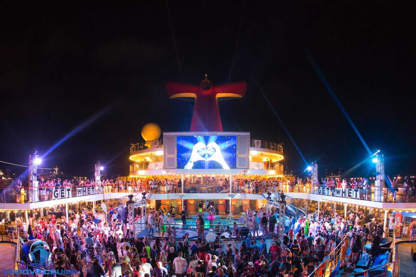 "Photo of Groove Cruise Gifts Fans With First-Ever ""Groove Cruise Chimney Drop"""